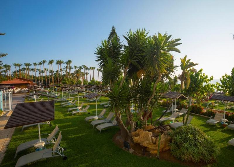 Cavo Maris Beach Resort / Cavo Maris Beach Resort